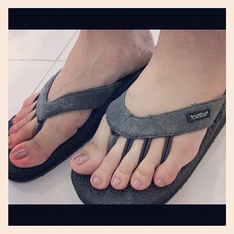 Toesox-Five-Toe-Sandals